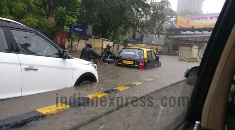 Mumbai rains, Mumbai rain, Mumbai rain alert, Mumbai weather, Mumbai waterlogging, Mumbai Traffic Alert, Mumbai Traffic, India News, Indian Express, Indian Express News