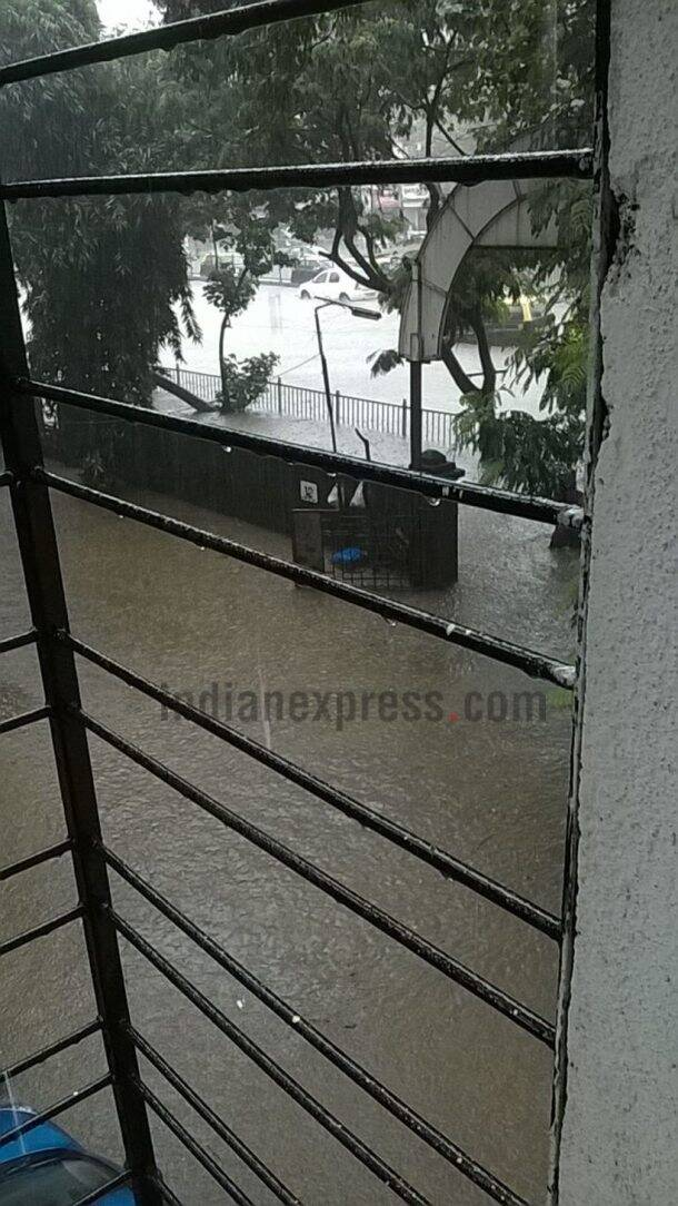 Mumbai Rains, heavy rain in Mumbai, Mumbai traffic situation, Mumbai trains, Mumbai local trains, Mumbai weather, traffic in Mumbai, airlines to Mumbia, Mumbai airport, Mumbai floding, Mumbai waterlogging, Maharashtra news, India news, National news