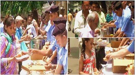Mumbai rains: Indian Navy distribute food and tea among people during havoc