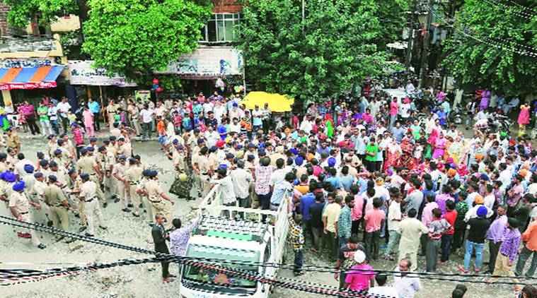Protest against Chandigarh police, Chandigarh Police, Dharam Singh Death protest, Manimajra Chandigarh, Chandigarh news, Indian Express news