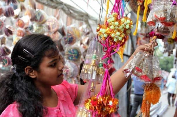 raksha bandhan pics, rakhi pics, raksha bandhan, rakhi, रक्षाबंधन, raksha bandhan 2017, rakhi 2017, rakhi image, raksha bandhan wishes, rakhi mahurat, raksha bandhan images, happy raksha bandhan images, rakhis, rakhi shops, how people are celebrating rakhi, rakhi festival in india, indian express, indian express news