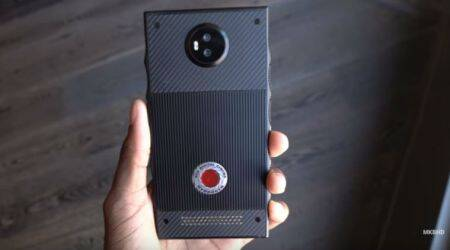 This video gives a first look at Red Hydrogen One phone with Holographic display
