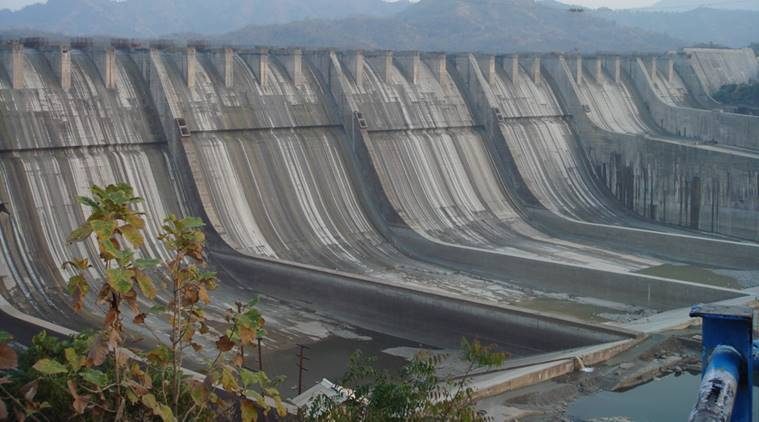 Sardar Sarovar water level at alarming low, Gujarat in fix