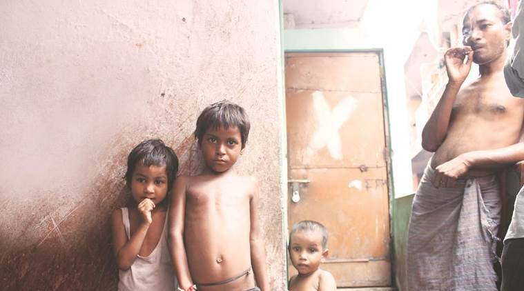seelampur, east delhi, one room house, bpl family, below poverty line, child dies falling in boiling tea, indian express