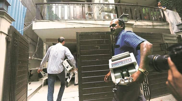 it raids, karnataka it raids, income tax raid, bengaluru resort, bengaluru raid, karnataka raids, karnataka minister it raid, indian express news