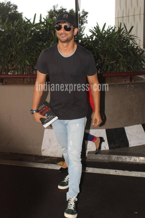 Jhanvi Kapoor is all smiles for camera, Sara Ali Khan and Sushant Singh Rajput head for first schedule of Kedarnath