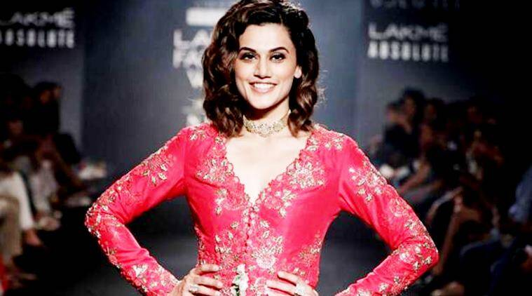 Taapsee Pannu, Taapsee Pannu lakme fashion week, Taapsee Pannu Divya Reddy, Taapsee Pannu lfw, lakme fashion week, indian express, indian express news