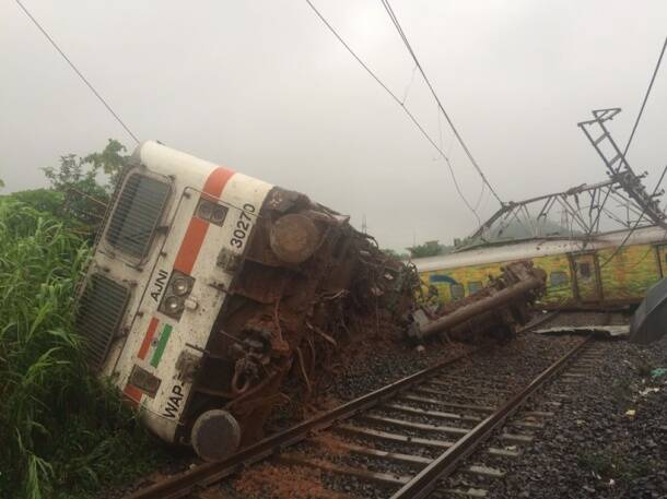 Duronto Express derails: Rescue operation underway, train traffic affected