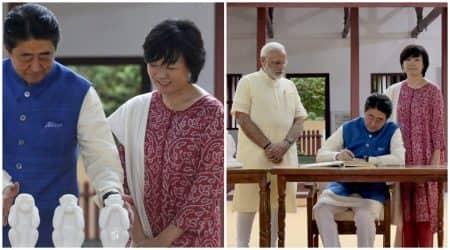 Shinzo Abe and wife Akei Abe celebrate ethnic fashion during Indiavisit