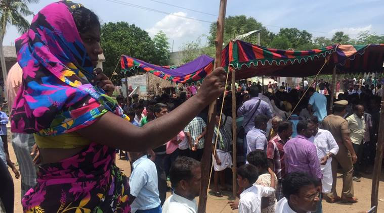 Amidst slogans against Centre and #NEET, hundreds pay last respects to #Anitha at her Ariyalur village