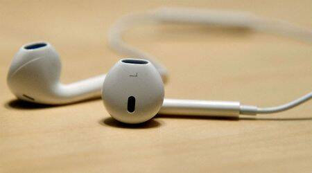 Apple to sign music deal with Warner; Sony finalising deals