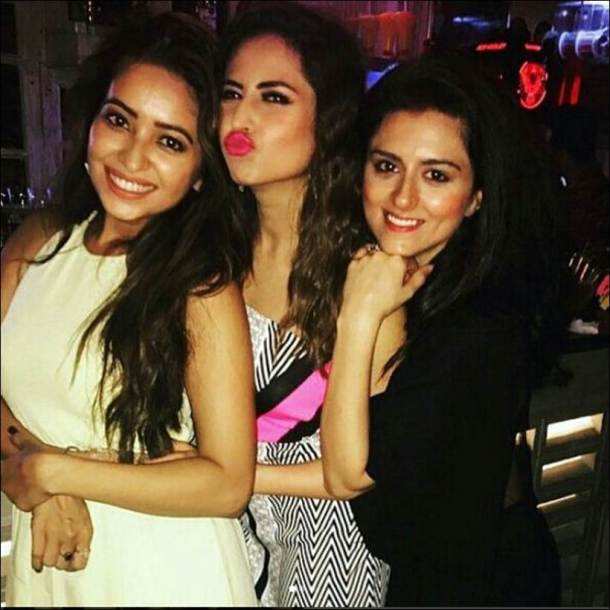 asha sargun ridhi images, sargun mehta, sargun birthday bash, ridhi dogra images