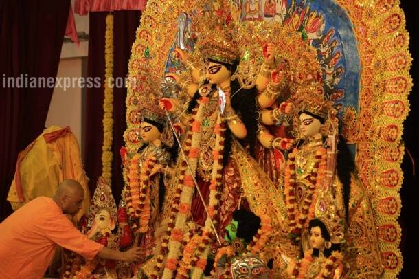 Ashtami, Navami, Durga puja, Durga pujo, Navratri, Navratri festivals, Navratri days, Navratri night, Navratri Garba night, Navratri dress, Navratri costume, Indian festivals, Indian festivals season, Hindu culture, Hindi religion, Indian express, Indian express news