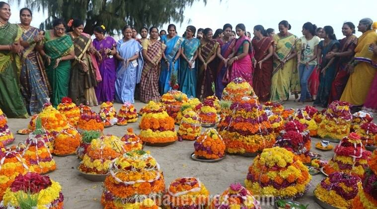 Bathukamma, bathukamam festival in telengana, bathukammma featival 2017, ways in which bathukamma is celebrated, indian express, indian express news