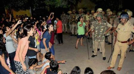 BHU lathicharge LIVE updates: V-C orders inquiry into incident of violence on campus