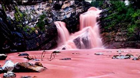 Thought pink rivers only exist in fairy tales? Here you can see one for real