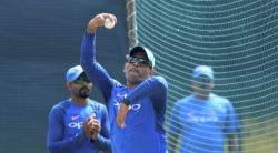 india vs australia, mahendra singh dhoni, ms dhoni, ind vs aus, ms dhoni bowling, india spin australia, cricket news, sports news, indian express