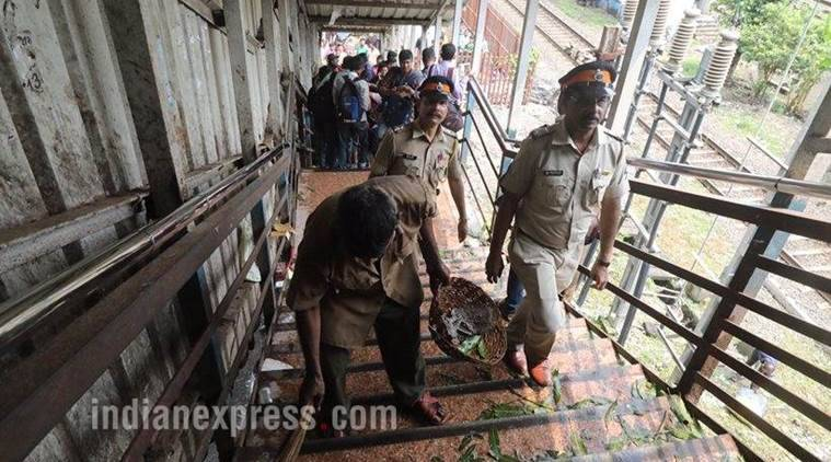 Elphinstone road station stampede, Elphinstone road station stampede live, Elphinstone road station stampede live update, Elphinstone road station death toll, mumbai stampede, mumbai stampede death toll, india news