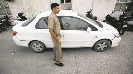Car robber shot dead after police give chase in Greater Noida