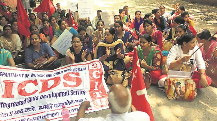 anganwadi workers strike, anganwadi supervisors protest, anganwadi unfair treatment protest, Centre of Indian Trade Unions, Manish Sisodia, delhi news, indian express news