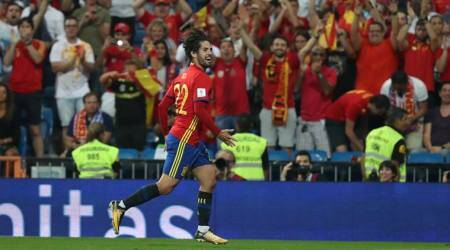 We can all enjoy Isco and thank God that he's Spanish, says David Villa