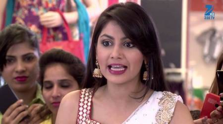 Kumkum Bhagya November 9, 2017 full episode written update: Pragya comes with women activists to Abhi's house
