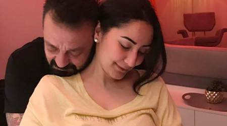 Maanayata and Sanjay Dutt's romantic click is going viral