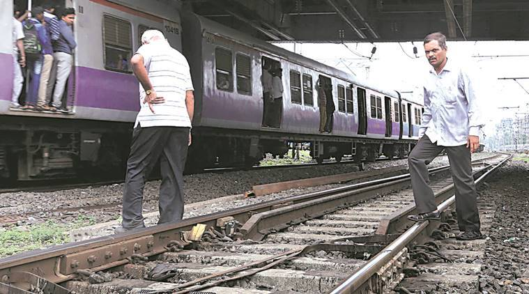 17-Year-Old Girl Dies After Falling Off Train In Mumbai -5806