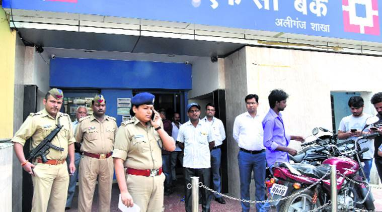 lucknow robbery, gunpoint robbery, lucknow news, lucknow,