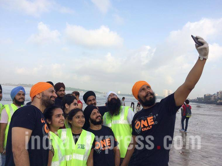 randeep hooda, beach clean up, randeep hooda beach clean up, randeep hooda beach clean up pics,