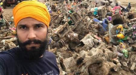 Randeep Hooda cleans up Juhu beach after GaneshVisarjan