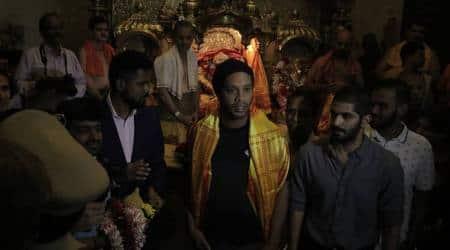 Ronaldinho visits Mumbai's Siddhivinayak temple