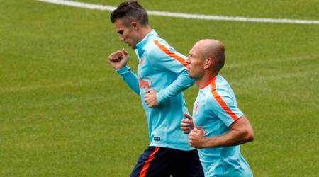 Robin van Persie out of Netherlands squad with kneeinjury