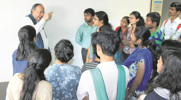 Pune students take to �Microb(e)logging�