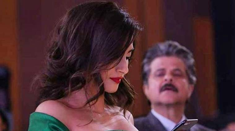 Dad Anil Kapoor tries to peek into Sonam's mobile, Anand Ahuja reacts