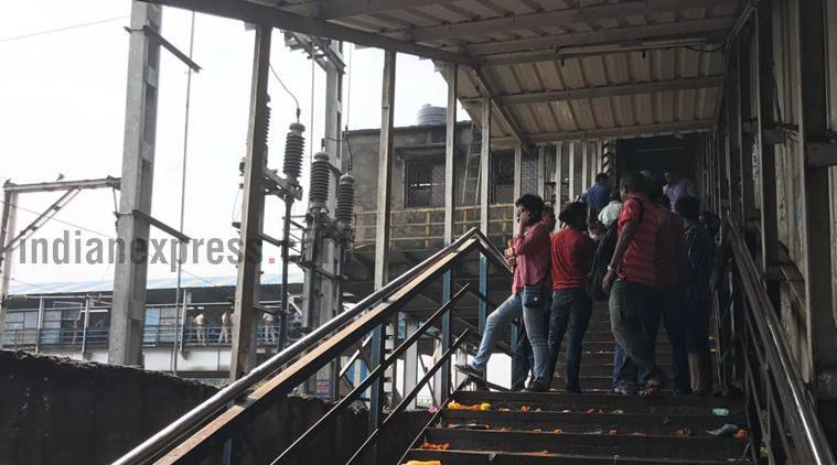 Elphinstone road, Elphinstone station, parel station, stampede, mumbai stampede, Elphinstone stampede, footover bridge stampede, mumbai news, Prabhadevi station, mumbai local train delay, mumbai station stampede, indian express news
