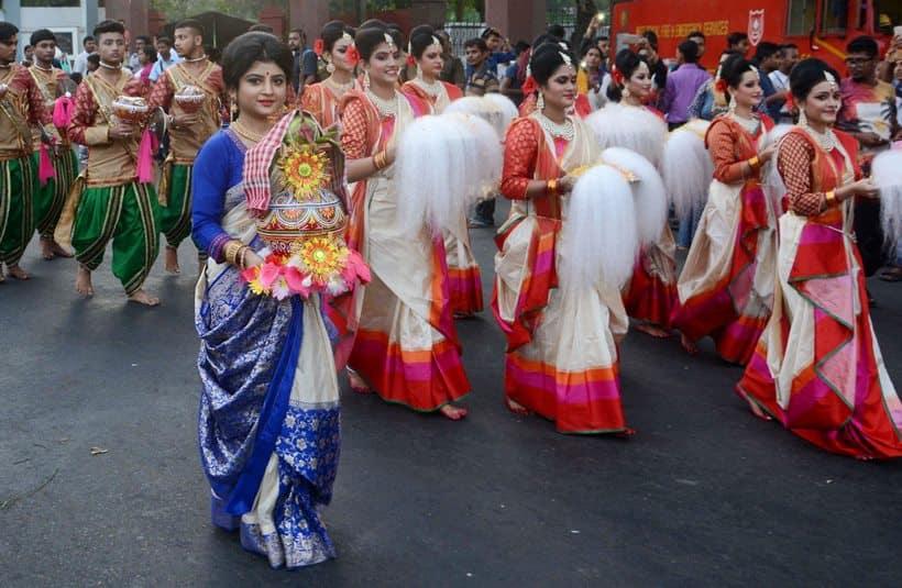durga puja, durga puja 2017, kolkata durga puja, kolkata pujo carnival, Kolkata durga parade, mamata banerjee, U-17 FIFA world club, lifestyle news, indian express