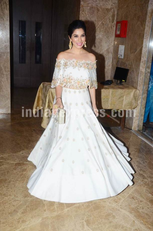 Sophie Choudry, Sophie Choudry images, ramesh taurani diwali party, diwali bollywood, diwali party bollywood