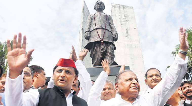 Mulayam, Akhilesh share platform after 11 months of family feud