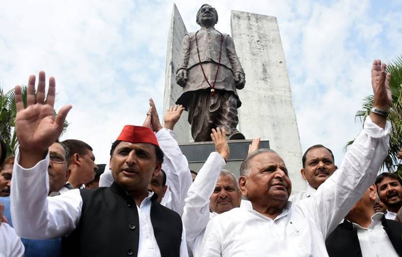 Mulayam, Akhilesh Yadav share stage first time after feud