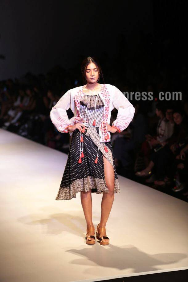 AIFW SS 2018: Showstoppers Aahana Kumra, Nidhhi Agerwal spell magic on Day 2