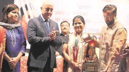 anupam kher, anupam kher ftii, national anthe, national anthem in theatre, triple talaq, shayara bano, Pramod Mahajan Memorial award, poonam mahajan, bjp, pune, latest news, indian express