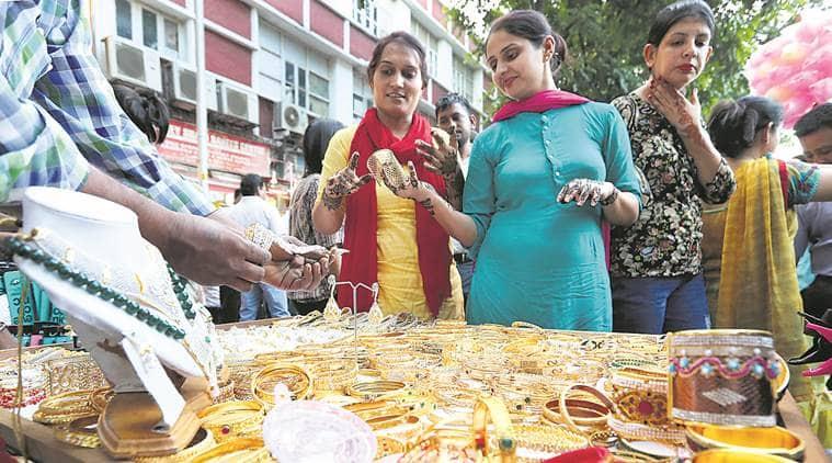 Karvachauth, Mehandi, Chandhigarh markets, markets, shopping, festivals, Indian Festivals, India News, City News, Indian Express