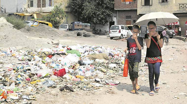 EDMC, East Delhi Municipal Corporation, Garbage, Cleanliness, Delhi garbage woes, cleanliness issues, labour unions, Delhi Municipal Corporatiopn, payment of cleaning workers, City News, Delhi News, Indian Express