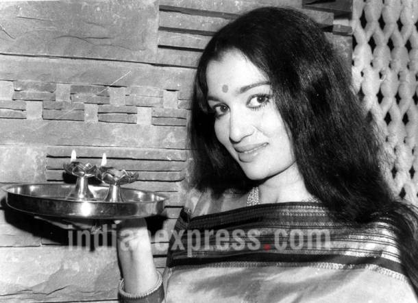 asha parekh, asha parekh old photos, asha parekh diwali photos, asha parekh throwback photos