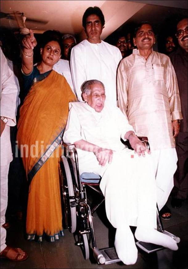 amitabh bachchan family, amitabh bachchan father, amitabh bachchan wife, amitabh bachchan family photo. amitabh father photo, harivansh rai bachchan