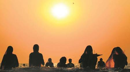 Lakhs gather at Juhu beach for Chhath Puja
