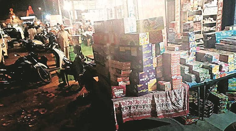chandigarh firecrackers sale, firecrackers sale ban, punjab and haryana high court, chandigarh firecrackers, diwali 2017, punjab news, indian express news