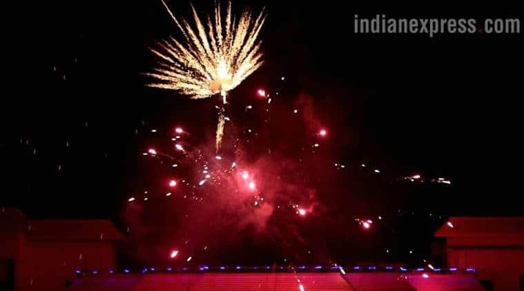 pollution level in Delhi, Delhi air pollution, Diwali pollution, Delhi air quality drops, firecrackers ban, #CrackerBanHitOrMiss, smog, delhi smog, supreme court cracker ban, delhi news, india news, indian express news