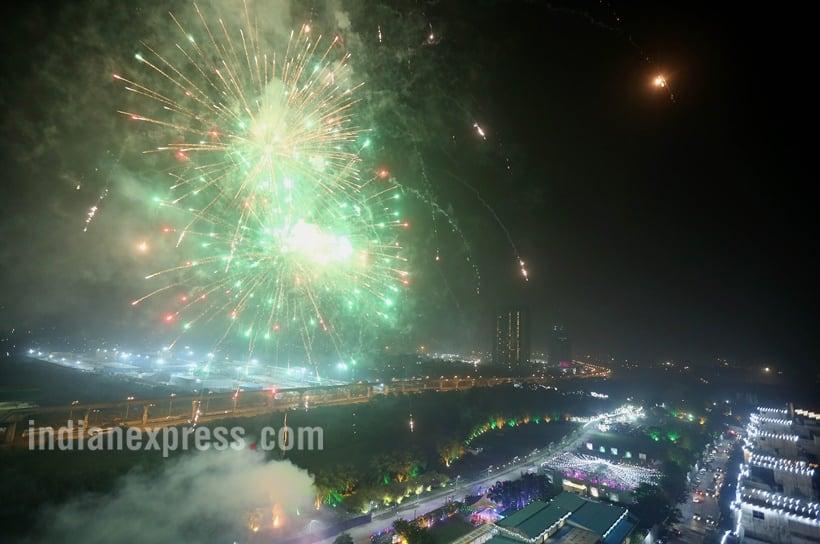 Diwali 2017, Diwali,शुभ दीपावली, शुभ दीपावली 2017, diwali greetings, diwali photos, Deepawali 2017, Diwali celebration, Deepawali celebration, Dhanteras, Narak Chaturdasi, Bhai Dooj, Indian express, Indian express news, Diwali image, diwali photos, deepavali images, deepavali photos